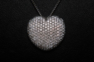 White gold and diamond heart pendant.